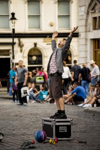 Photographe Evenementiel Reims, Reportage Photo Spectacle de rue, Shooting photo Artiste de rue, Photographie drole
