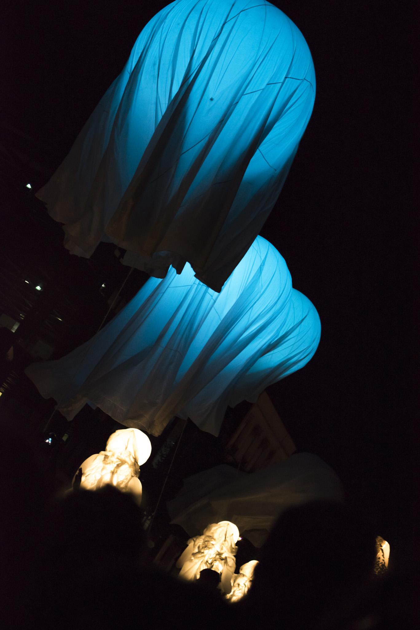 Photographe Evenementiel Reims, Reportage Photo Spectacle, Shooting photo représentation spectacle, Spectacle de nuit, Troupe Quidam représentation Parvis cathédrale Reims