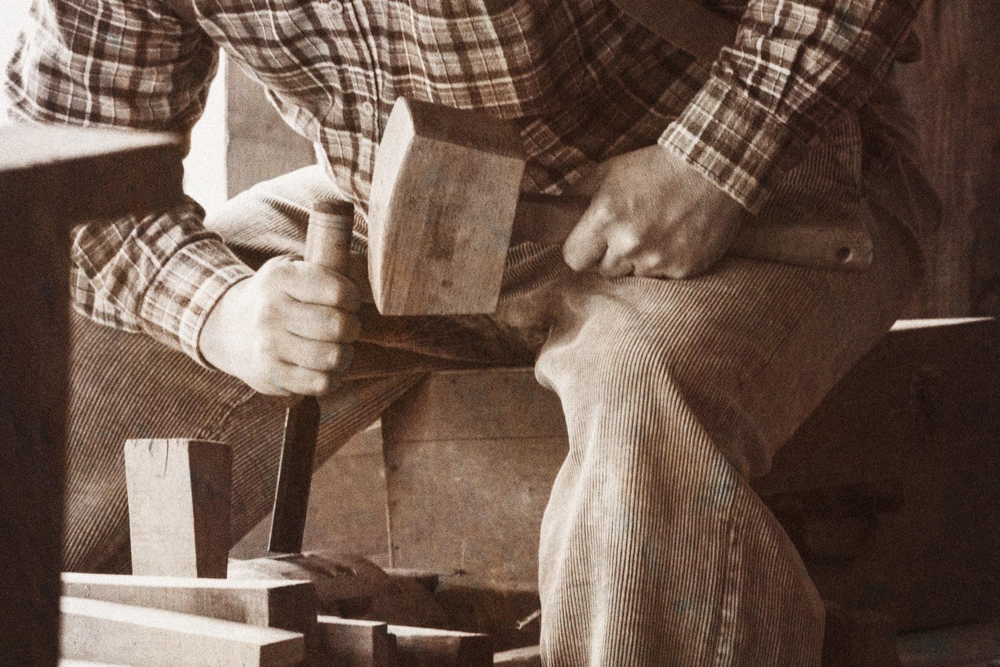 Photographe Reportage Illustration Reims, shooting photo vieux Métiers, Fabrication de Moyeux en bois pour roues de carioles