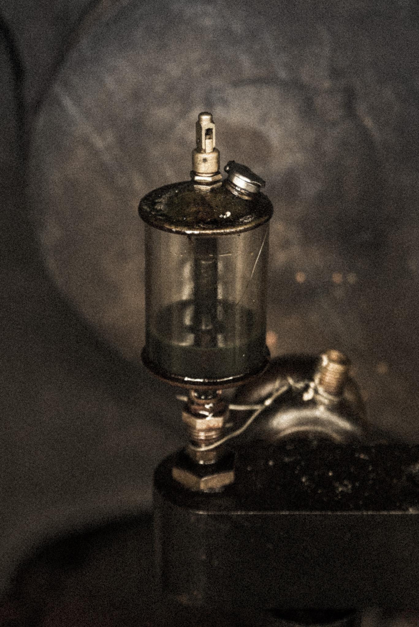 Photographe Reportage Illustration Reims, shooting photo vieux Métiers, Fiole D'huile Machinerie