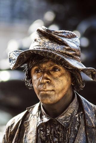 Photographe portrait Reims, Artiste de rue, Homme Statue à Londres, Photographe corporate en Champagne Ardenne