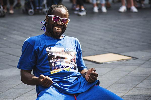 Photographe portrait Reims, shooting portrait d'un artiste de rue danseur à Londres - Photographe portrait à Reims en champagne Ardenne